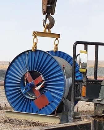 Погрузка барабана с кабелем для УЭЦН при помощи траверсы