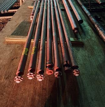 Секции УЭЦН выгруженные на мостки перед скважиной