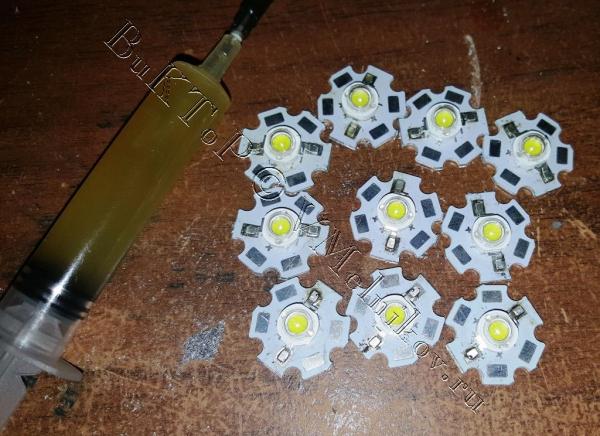 Китайский флюс, стружка олова и готовые светодиоды на радиаторе